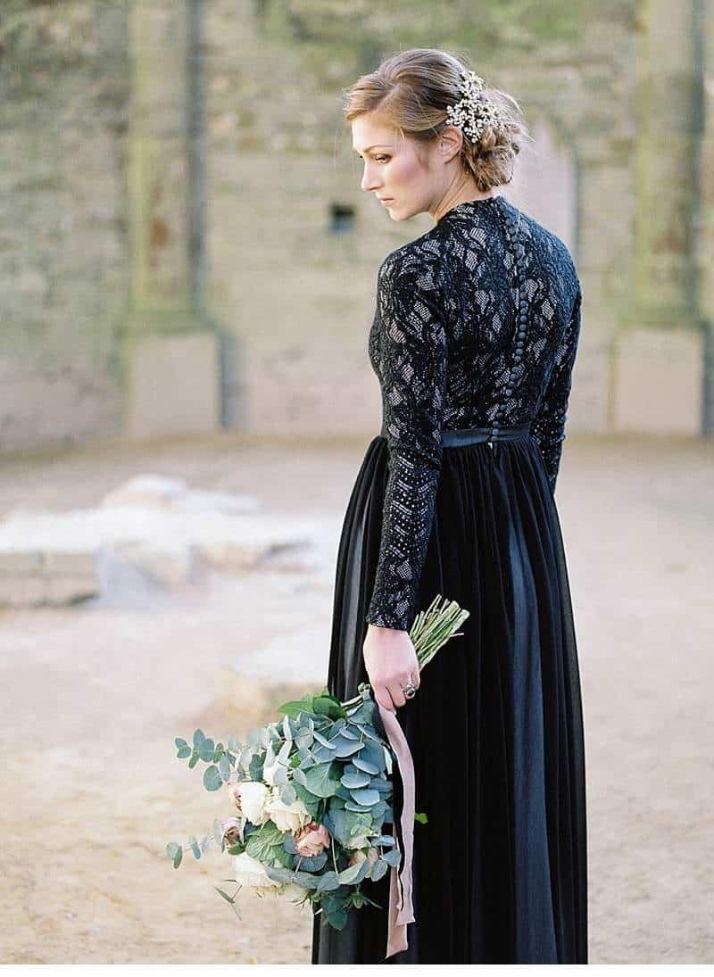 european-romance-old-world-styled-shoot_0021