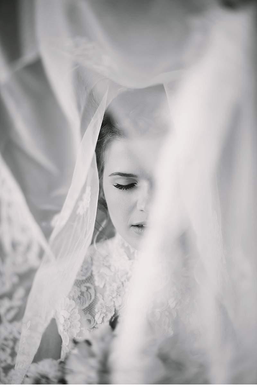 chapel-evening-bridal-shoot_0011
