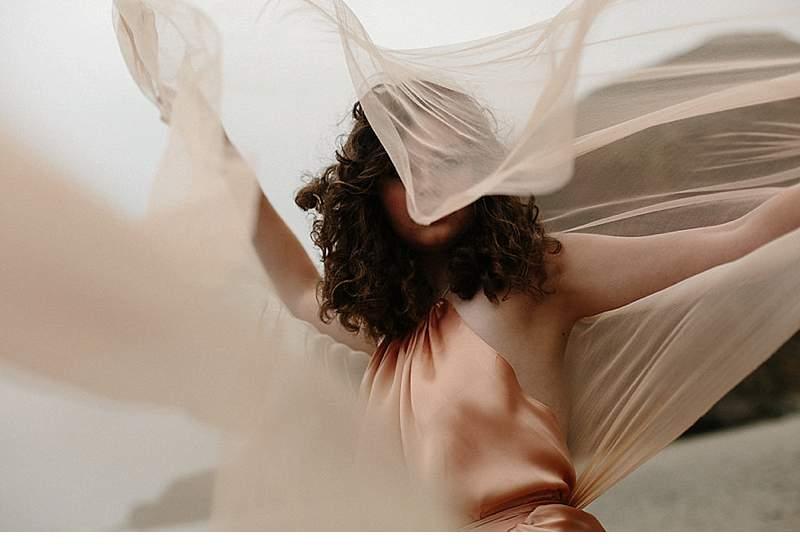 oregon-coast-emily-riggs-bridal-dresses_0010a