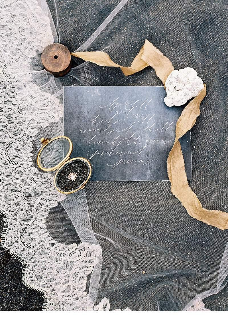 strandhochzeit-brautkleid-schwarz-gold-hawaii_0020