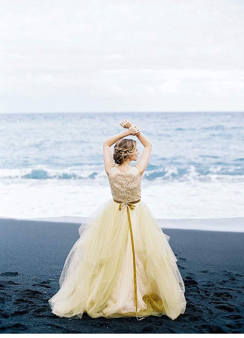 strandhochzeit-brautkleid-schwarz-gold-hawaii_0029