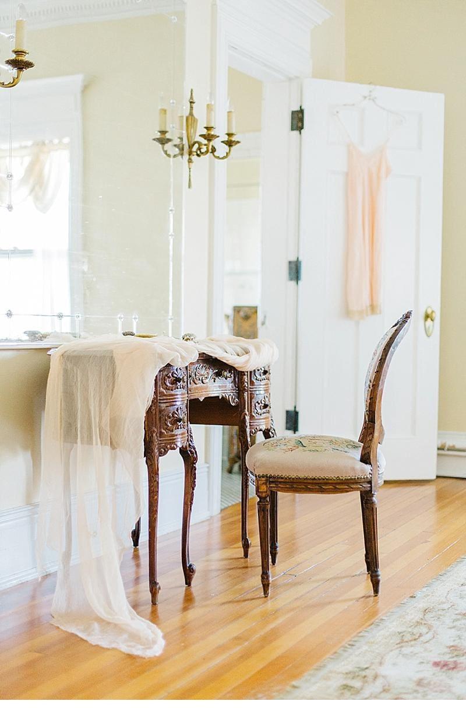 bridal-boudoir-shoot-getting-ready_0001