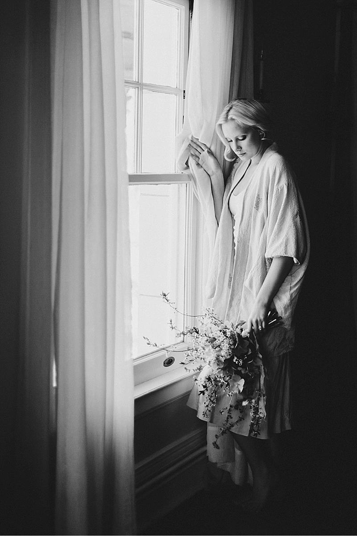 bridal-boudoir-shoot-getting-ready_0019a